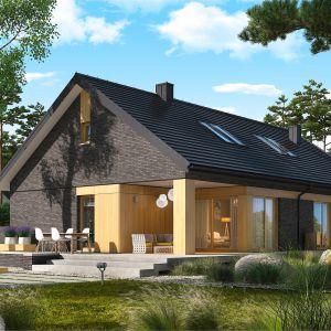 Eleganckie połączenie klinkieru i drewna na elewacji domu. Projekt Daniel IV G2. Fot. Pracownia Projektowa Archipelag