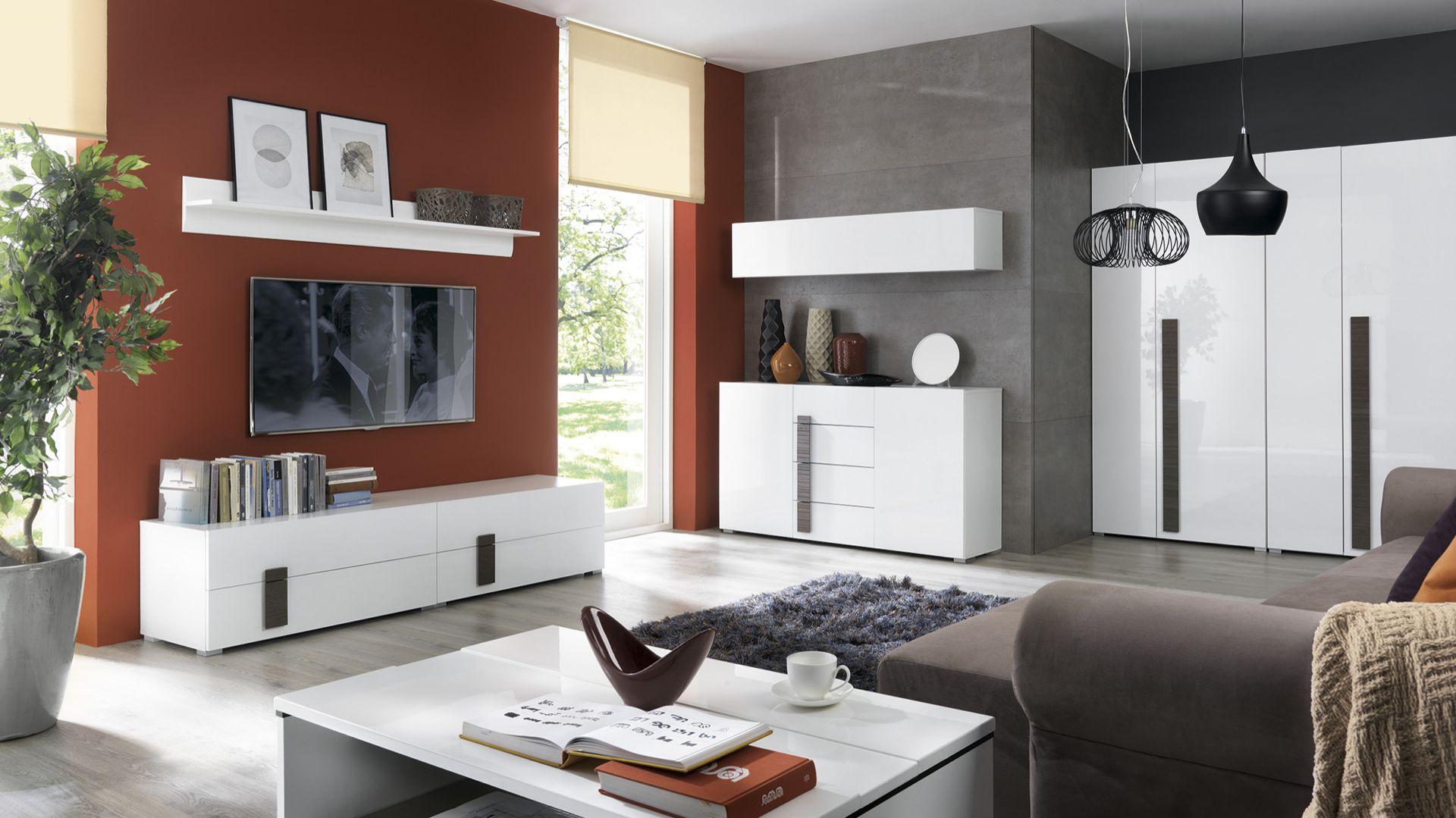Kolekcja Domenica w białym kolorze na wysoki połysk została przełamana elementami drewna. Fot. Black Red White