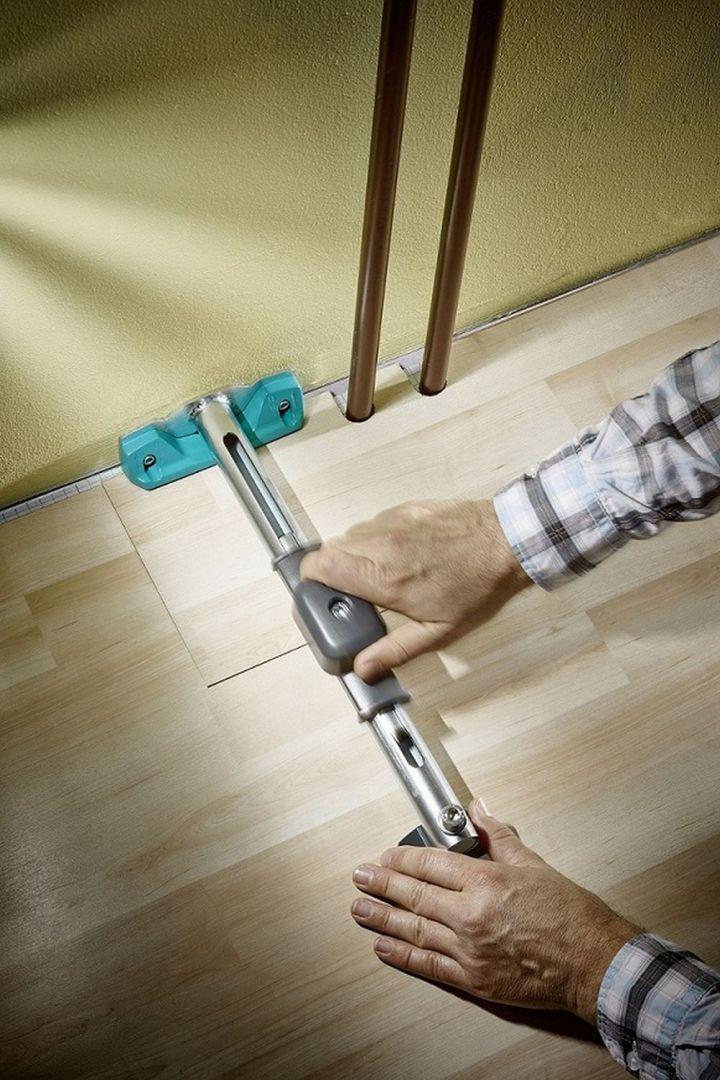 W pierwszej kolejności należy zaplanować ilość materiału, jaka będzie potrzebna do ułożenia paneli. Powierzchnie podłogi należy dokładnie wymierzyć, pamiętając przy tym o wszelkich wnękach, załamaniach i potencjalnych przeszkodach (rurach, futrynach, meblach w zabudowie). Fot. Lange Łukaszuk