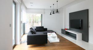 Każde wnętrze potrzebuje odrobiny czerni, podobnie jak co najmniej jednego pięknego antyku. To one nadają mu charakteru – radzi na swoim blogu Jan Showers, amerykański architekt wnętrz.