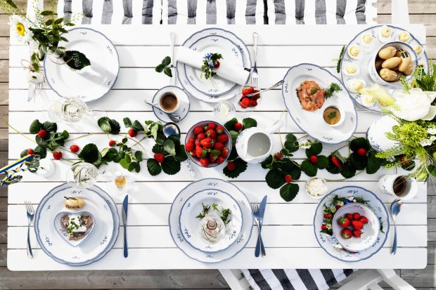 Letnia jadalnia: porcelana jak z dawnych lat