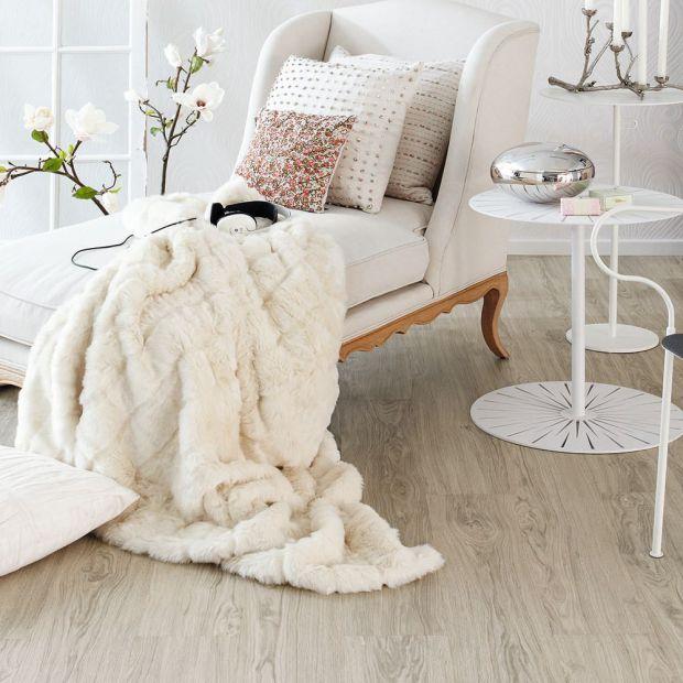 Podłogi drewniane. Dlaczego lepiej kupować je stacjonarnie