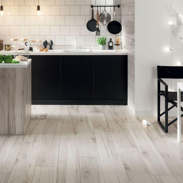 Kuchnia ocieplona drewnem - nowa kolekcja płytek