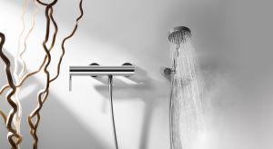 Po upalnym, letnim dniu chłodny prysznic daje chwilę ukojenia i relaksu. Niejednokrotnie ten moment może stać się irytujący, gdy po raz kolejny trzeba poświęcić czas na regulowanie temperatury wody, aby nie była zbyt ciepła lub za zimna.