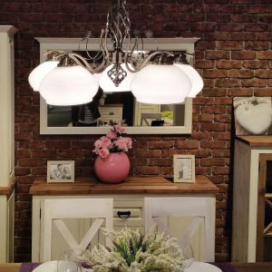 Klasyczne żyrandole do salon. Model: Trila. Fot. Britop Lighting