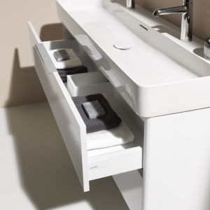 Umywalka VAL z dwoma otworami na baterie. Fot. Laufen