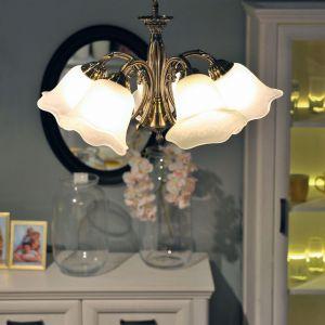 Klasyczne żyrandole do salon. Model: Dolores. Fot. Britop Lighting