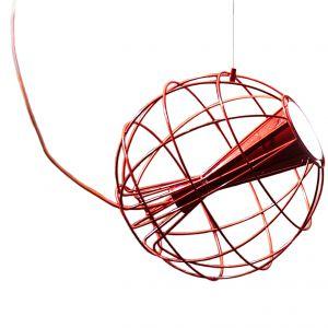 Linka montażowa umożliwia odpowiednie ustawienie klosza lampy LATITUDE i skierowanie światła w dowolnym kierunku. Fot. Innermost