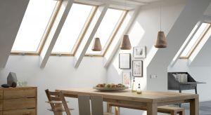 Okna dachowe to więcej światła i ciepła w domu, lepsza wentylacja, a także – przy zachowaniu odpowiednio dobranych parametrów technicznych – korzystny bilans energetyczny dla całego budynku.