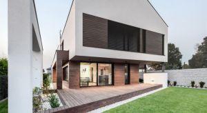 Aby elewacja długo spełniała swoje funkcje, stanowiąc przy tym efektowną wizytówkę domu, należy zadbać o to, by wybór ten podyktowany był nie tylko kolorem czy strukturą, a przede wszystkim – jej właściwościami użytkowymi.