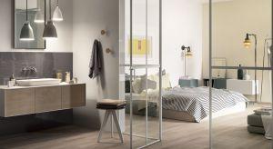 Bez względu na to, czy jesteś śpiochem czy rannym ptaszkiem docenisz łazienkę urządzoną przy sypialni.