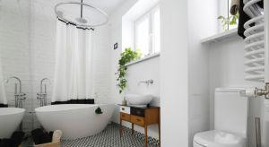 Łazienka z wolno stojącą wanną nabiera charakteru eleganckiego salonu kąpielowego, w którym chętnie odpoczywamy, a nie tylko dbamy o higienę.Zobaczcie nasze przykłady.
