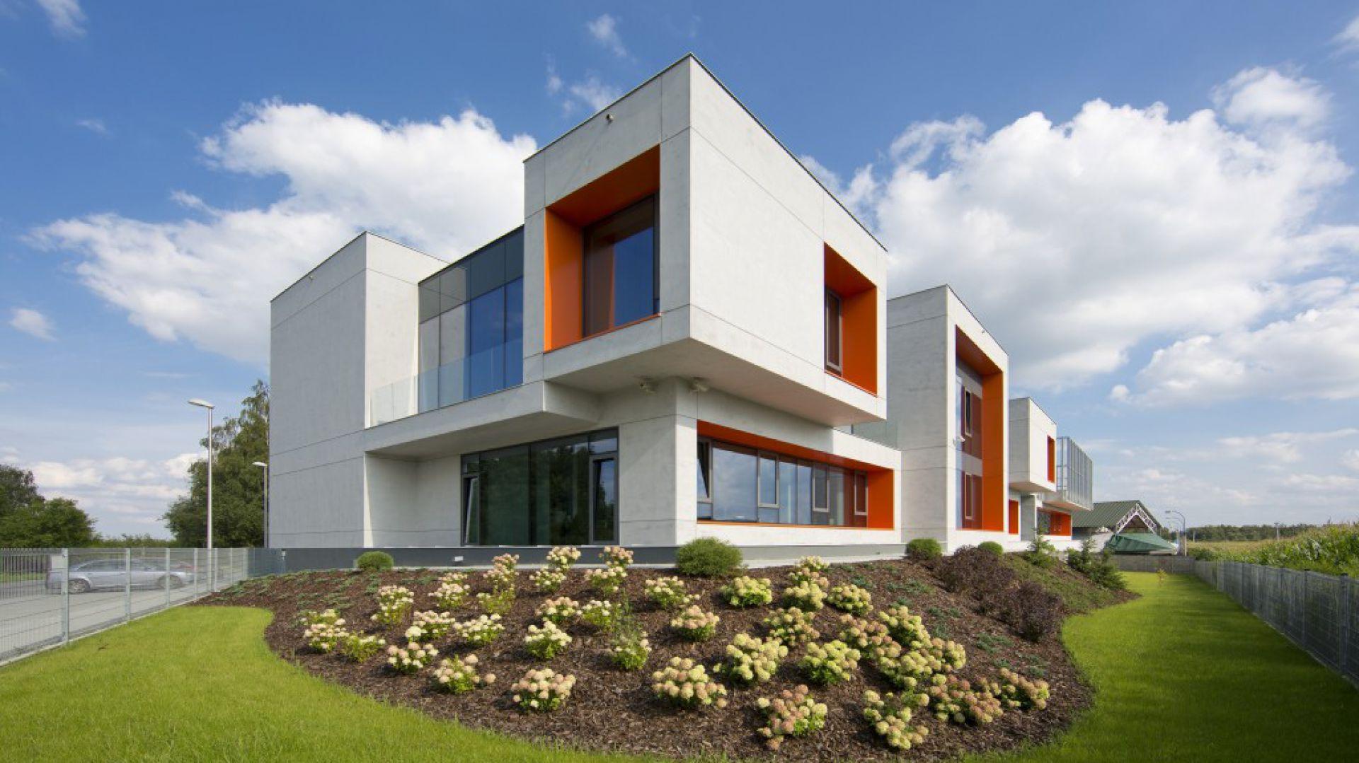 Efekt betonu Baumit CreativTop biurowiec Consultronix Balice. Fot. Baumit