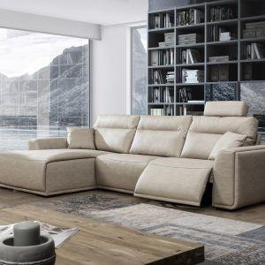 Sofa Dolores ma podnoszony do górny podnóżek. Fot. Primavera Furniture