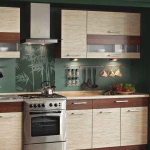 Kuchnia inspirowana rysunkiem drewna z drzew owocowych: trawa z orzechem. Fot. KAM Kuchnie