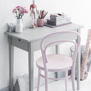 Meblom można nadać nowy wygląd np. malując stół i krzesła wodorozcieńczalną emalią Tikkurila Everal Aqua, dostępną w wersji matowej, półmatowej i z połyskiem. Fot. Tikkurila
