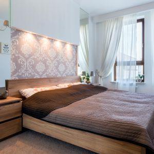 Jeśli dom jest usytuowany w hałaśliwej okolicy, można zamontować w sypialni okna dźwiękoszczelne. Fot. Sokółka Okna i Drzwi