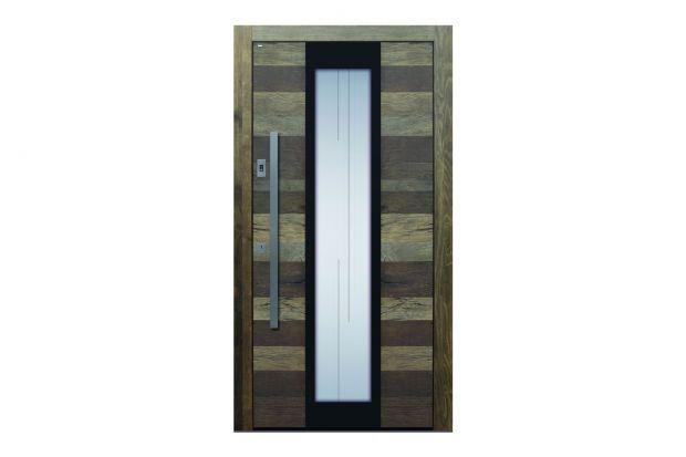 Blat drzwi wejściowych TOPIC Altholz wykonany jest ze starego drewna dębowego, odzyskanego z odpadów, dojrzewającego przez pokolenia, mającego od 100 do 500 lat odrestaurowanego, oczyszczonego i naprawionego przez specjalistów TOPIC. Produkt zgłosz