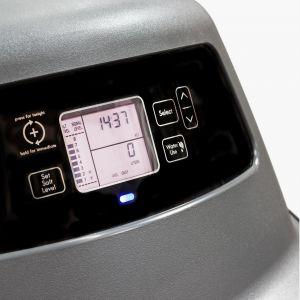 Urządzenie może tylko zmiękczać wodę lub dodatkowo przystosowywać ją do picia. Wówczas posiada wewnątrz dodatkowy wkład węglowy, który poprawia smak i zapach wody prosto z kranu. Fot. Cosmowater