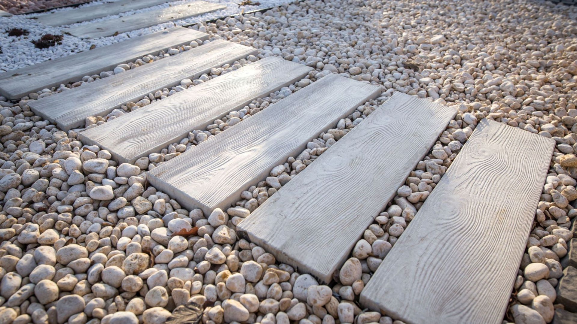 Aranżacja ścieżek W Ogrodzie Płyty Betonowe Jak Drewno
