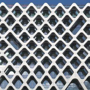 Falująco - ażurowy biurowiec - Prosta Tower w Warszawie fot. Kuryłowicz & Associates