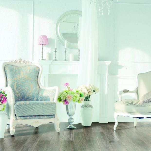 Salon w stylu angielskim: wybierz piękną podłogę