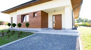 Dzięki zastosowaniu masy strukturalnej silikonowej możemy uzyskać nowoczesny efekt gładkiej elewacji. To zupełnie nowy sposób na piękny i modny dom od zewnątrz.