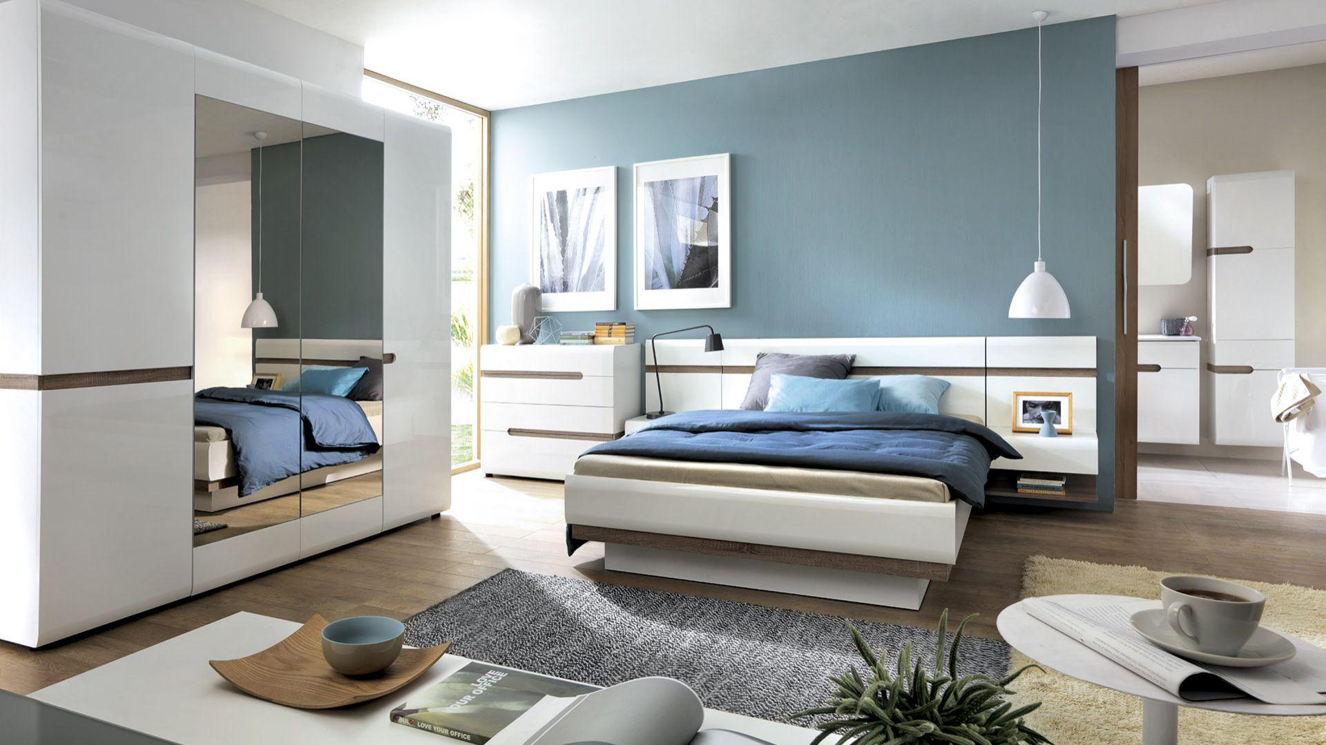 Kolekcja Linate jest nowoczesna i funkcjonalna. Rama łóżka połączona jest z półkami nocnymi. Fot. Meble Wójcik
