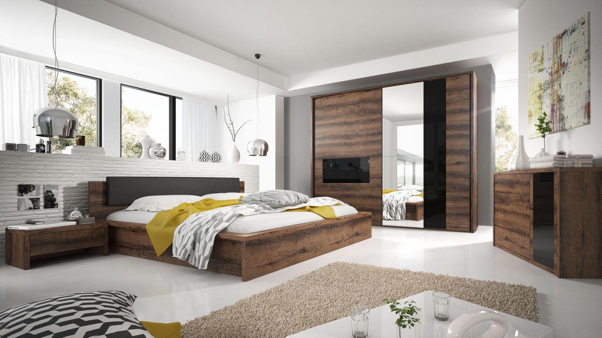 Indira to sypialnia charakteryzująca się bardzo funkcjonalnymi rozwiązaniami. W modelu tym dostępna jest bardzo przestronna szafa przesuwna o długości całkowitej 258 cm oraz łóżka z opcją pojemnika. Fot. Helvetia-Wieruszów