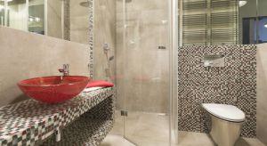 Mozaika, to świetny sposób na wprowadzenie odrobiny fantazji do aranżacji wnętrza. W naszej galerii pokazujemy 14 zdjęć z łazienek Polaków.