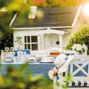 Letnia stylizacja stołu z serwisem Lise. Fot. Fyrklövern