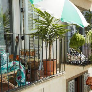 Parasol przeciwsłoneczny Ramso dzięki mały gabarytom sprawdzi się na balkonie. Fot. IKEA
