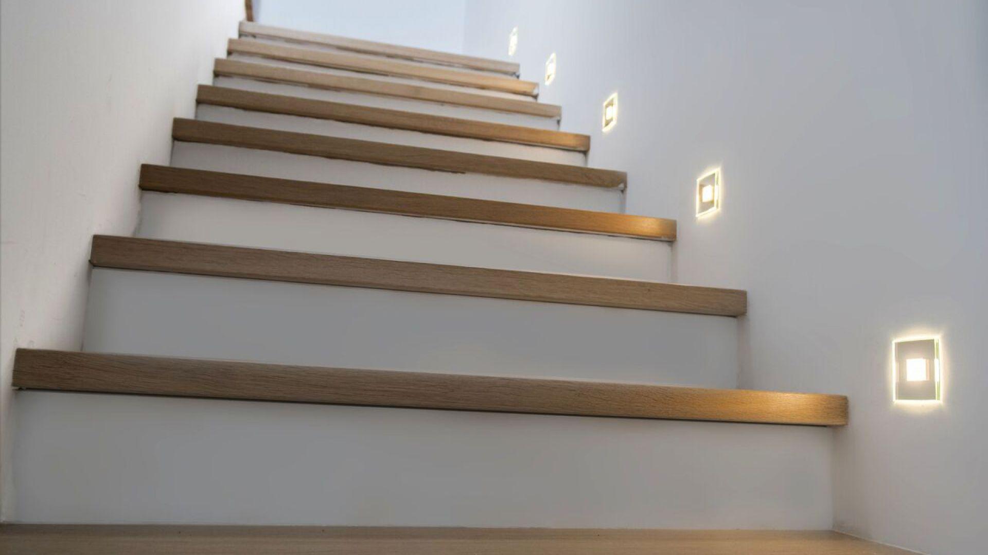 Drewniane oświetlenie schodowe led 30 kol promocja Zdjęcie