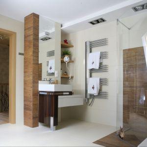 Prysznic w łazience. Projekt: Katarzyna Koszałka. Fot. Bartosz Jarosz