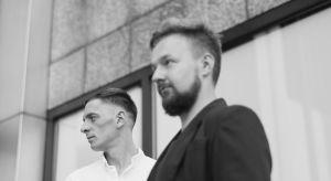 Wykorzystując zastane atuty wnętrz, Lech Moczulski i Przemysław Nowak z grupy projektowej Mili Młodzi ludzie, tworzą autorskie rozwiązania w oparciu o potrzeby inwestorów.