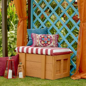 Kolor liliowiec rdzawy i czerwone piwonie. Fot. Altax Viva Garden