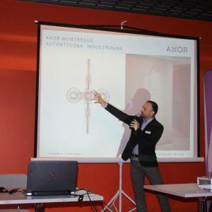 Salon Wyposażenia Wnętrz Akcess w Białymstoku - partnera głównego wydarzenia - reprezentował także Rafał Hampel z firmy Hangrohe, który opowiedział o nowościach Hangrohe i Axor