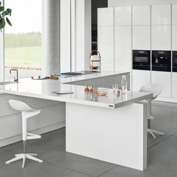 Nowoczesna, biała kuchnia - zobacz ciekawy projekt