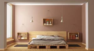 Palety drewniane to wdzięczny i stosunkowo tani materiał. Meble z nich wykonane już od dłuższego czasu cieszą się popularnością wśród miłośników wnętrz nowoczesnych i w stylu loftowym.