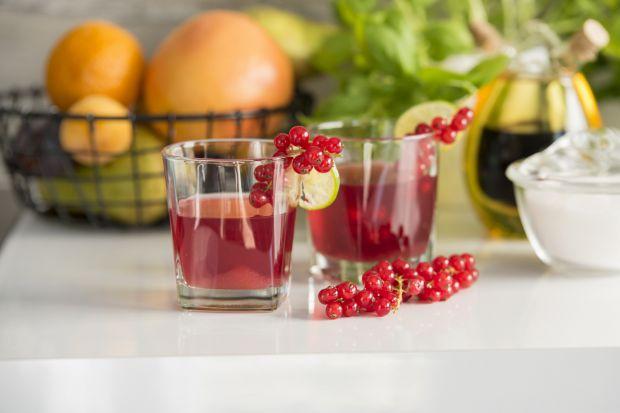 Domowej roboty kompoty, oranżady, soki nieprzesłodzone, bez konserwantów i sztucznych barwników to idealny napój nie tylko dzieci, ale i całej rodziny.