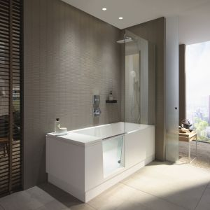 Prysznic i wanna, czyli połączenie prysznica typu walk-in z wanną. Zintegrowane drzwi szklane z blokadą zapobiegająca przypadkowemu otwarciu podczas kąpieli. Fot. Duravit