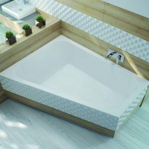WTL/Free to wanna trapezowa o dużej przestrzeni kąpielowej, idealna do kąpieli we dwoje. Głębokość 45 cm i kąt pochylenia oparcia gwarantują wygodę; w wersji prawej i lewej. Fot. Sanplast