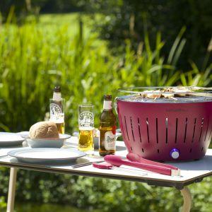 Grill Lotus można postawić na stole, a dzięki kolorowej obudowie będzie prawdziwą ozdobą. Fot. Lotus Grill