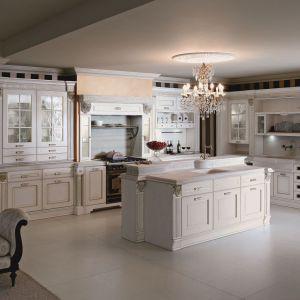 Elegancka biała kuchnia. Fot. Home Concept