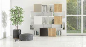 Regał na książki wcale nie musi być nudnym, prostokątnym meblem z regularnymi półkami.