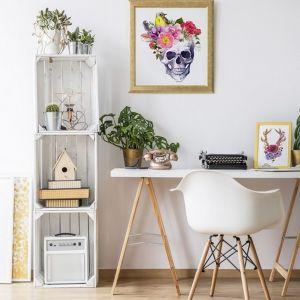 Obraz na kanwie Human Skull with Flowers, 149 zł za m² + rama 30 zł za m. b. Fot. Fototapeta4u.pl