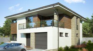 Piętrowy dom o wdzięcznej nazwie Honorata II, o sporej powierzchni - blisko 165 metrów kwadratowych - wykończono bardzo praktycznie i zarazem z dużą dozą elegancji. Dominuje tu biel, kamień i jasne drewno.