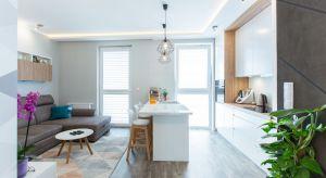 Autorce projektu udało się połączyć gusta domowników, stworzyć atrakcyjną wizualnie i bardzo funkcjonalną przestrzeń na powierzchni 65 metrów.