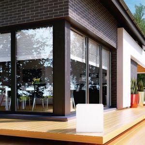 Nowoczesne okna: stawiamy na duże przeszklenia. Dom: HomeKoncept 27. Fot. HomeKONCEPT