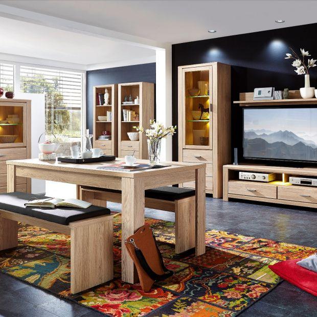 Meble do salonu - nowe kolekcje w jasnym drewnie